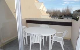 2 pièces cabine 4 à 6 couchages au deuxième étage dans résidence en accès direct plage avec pisci...