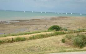La Rochelle / Port des Minimes, dans une petite résidence calme composée de maisonnettes accolées...