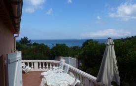 mini-villa indépendante en front de mer à 30m de la plage à Portigliolo