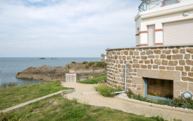 Saint Malo, Le Saint marie, au pied de la plage, j