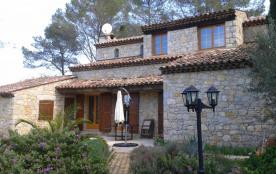 Superbe villa en pierres de style provençal