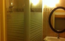 salle de bain douche lavabo
