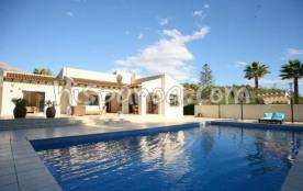 Villa rustique et confortable avec piscine priv&