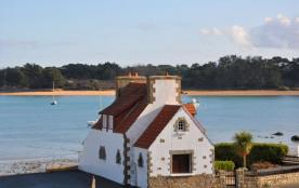 Maison bretonne rustique 'les pieds dans l'eau'Trégastel, au bord de la Baie Ste Anne, 100 m plag...