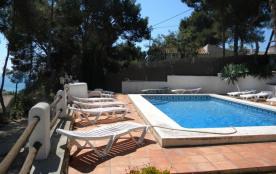 Belle villa de 6 chambres, piscine privée sécurisée, vue mer, à 300m de la mer, wifi.