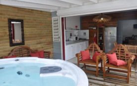 A 150m de la plage, recommandé par le Lonely Planet, T2 de charme avec jacuzzi,wifi,piscine, T3 et studios