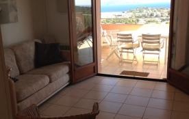 la terrasse vue depuis la cuisine