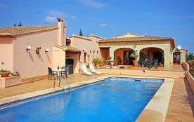 Belle villa accueillant 12 personnes située à Calpe, avec sa piscine privée
