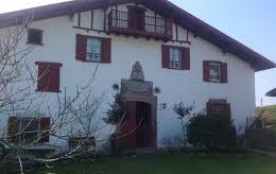 Grand appartement du coté sud dans la ferme Organbidea entièrement restaurée.