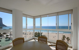 Luxury Frontline 3 bedroom Apt., Stunning Views, 140m2, Wifi, Airco, Sate