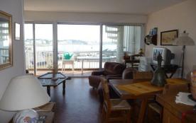 Résidence Port Maria - Appartement 4 pièces au cinquième et dernier étage avec loggia vue mer.