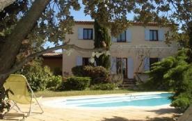 Villa sur grand terrain ensoleillé, prés de Aix en Pce