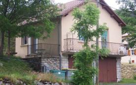 A 2 km du col de la Croix de Bauzon (station de ski piste et fond ou de plein air), maison indépe...