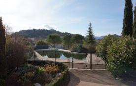 Villa au charme ancien avec piscine privée et terrain clos