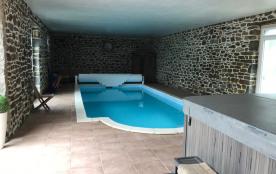 piscine chauffée à 32°C, sauna et jacuzzi