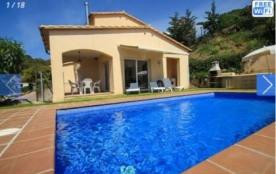 Belle villa récente sur 2 étages, d'une superficie habitable d'environ 150 m² et pour 6 personnes.