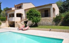 Très belle villa individuelle bien aménagée, tranquillité, avec jardin, piscine privée, terrasse ...