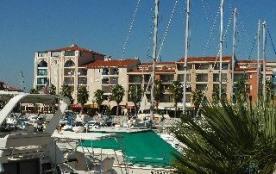 Résidence 'Les Villegiales du Port', résidence de standing, 4 étages avec ascenseur, située à 150...