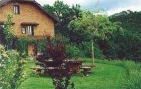 Gîte n° 54.Logement à l'étage d'une maison de village où se trouvent d'autres appartements.