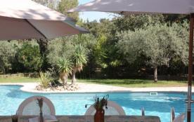 Bastide de la Chapelle est une maison de vacances exceptionnelle avec une très belle piscine. Situation tranquille au...