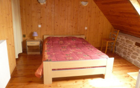 chambre jaune avec 1 lit bebe