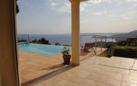 vue magnifique,calme absolu,maison très confortable avec piscine à débordement