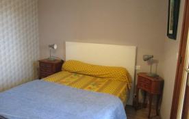 lit en 140 chambre avec accès sur loggia