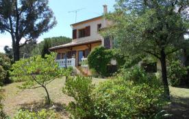 Villa confortable avec vue sur les vignes et bosquets d'oliviers