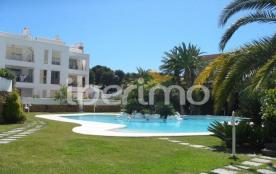IB-4943, très bel appartement, moderne et luxueux, situé dans une belle résidence avec piscine co...