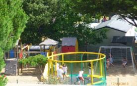 Camping Domaine des Salins - Mobilhome Grand Confort 30m² / 2 chambres avec terrasse en bois 1/2 ...