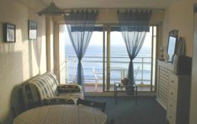 Face à la mer et à la grande plage, très agréable STUDIO pour 2 pers. avec balcon