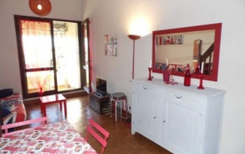 Studio mezzanine cabine 4 à 6 couchages au deuxième étage, dans résidence située dans le centre.