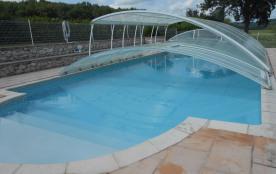 piscine decouverte de moitié.