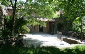 Gîtes de France La Salamandre - Dans un hameau typique Ardéchois, à 3 km du village, dans une nat...