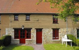 Gîtes de France - La situation de cette maison en terre, caractéristique du Parc Naturel Régional...