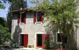 Gîtes de France La Fontasse. Sur un terrain arboré de 5 ha, proche du Colorado Provençal et ses c...