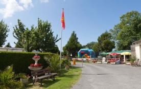 Situé sur la côte littorale entre Avranches et Granville, le camping « Les Cognets » vous accueil...