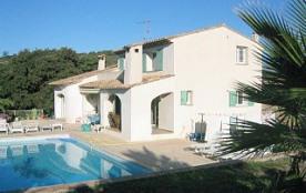 Villa avec piscine dans un environnement très calme à 7 ou 8 min de la mer
