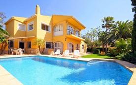 Belle villa accueillant 12 personnes située à Javea, et à 500 mètres de la plage !