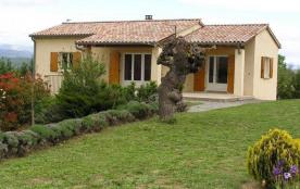 En basse Ardèche, entre Vallon Pont d'Arc et Les Vans, jolie maison indépendante située dans un e...