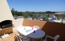 Studio mezzanine cabine 4 à 6 couchages, au deuxième étage à deux pas de la plage.