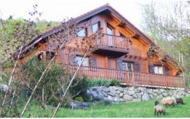 Vaste propriété comprenant trois chalets indépendants de 45 à 125 m2.