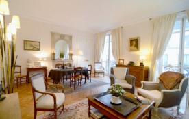 2 bedroom Parisian Luxury next to Champs-Elysées
