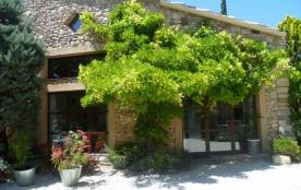 Gîtes de France - Maison de caractère de village en pierres, aménagée avec des matériaux anciens,...