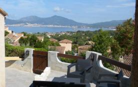 Mini villa, superbe vue sur golfe d'Ajaccio, avec piscine, à Porticcio (CORSE)