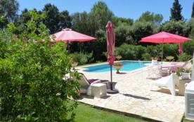 gite de charme en rez de jardin avec piscine - Aubais