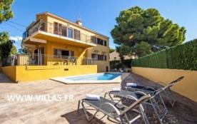 Villa de style rustique pour 12 personnes avec piscine privée et située à Calpe.
