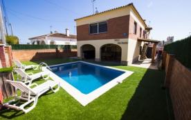 Catalunya Casas: Joyeuse villa en Roda de Bara pour 13 personnes, à seulement 2,5 km de la plage!