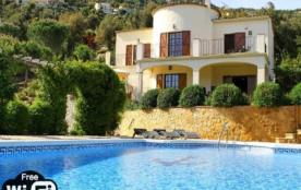 Villa luxueuse, piscine privée chauffée, jardin magnifique