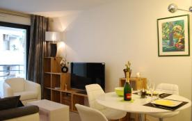 Appartement moderne avec balcon à 5mn à pied de la Croisette, quartier calme.